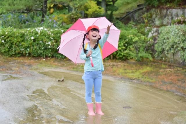 子供 傘 何歳から させる 持てる