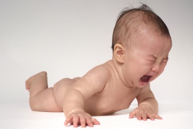 赤ちゃん 雨の日 泣く 台風 ぐずる 機嫌悪い