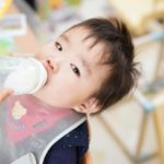 粉ミルクと液体ミルクの違いを徹底比較!味や栄養、価格は?